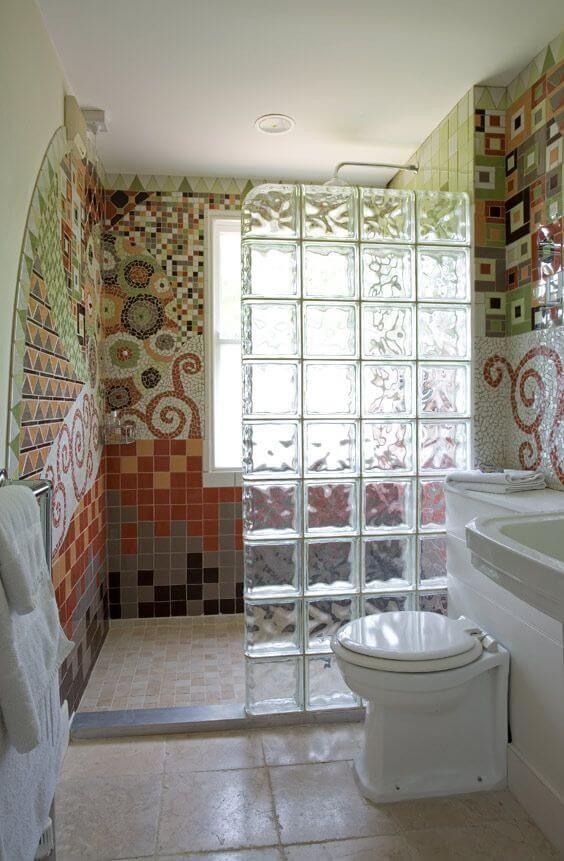 box de banheiro com bloco de vidro