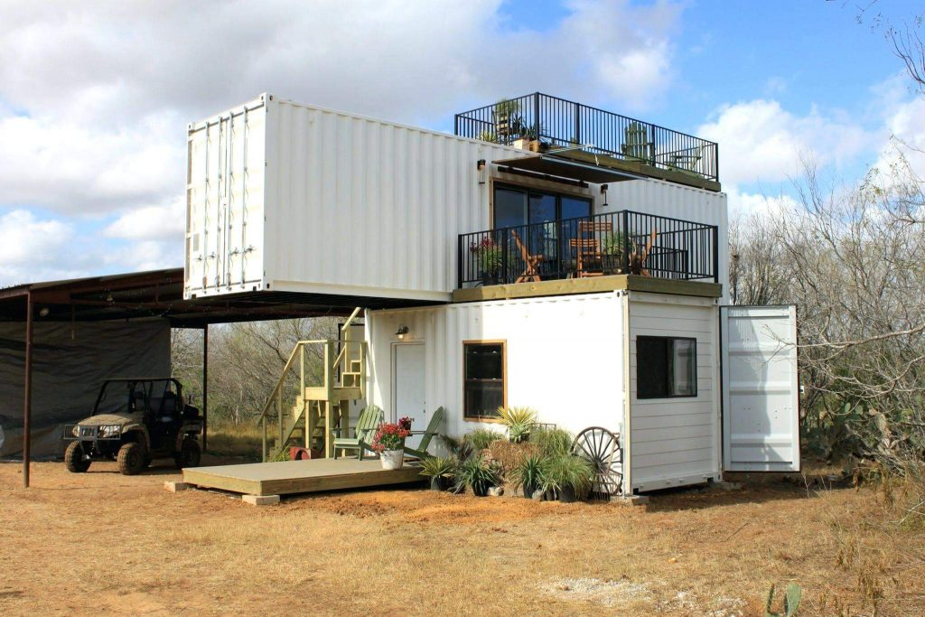 Casa de campo feita de container.