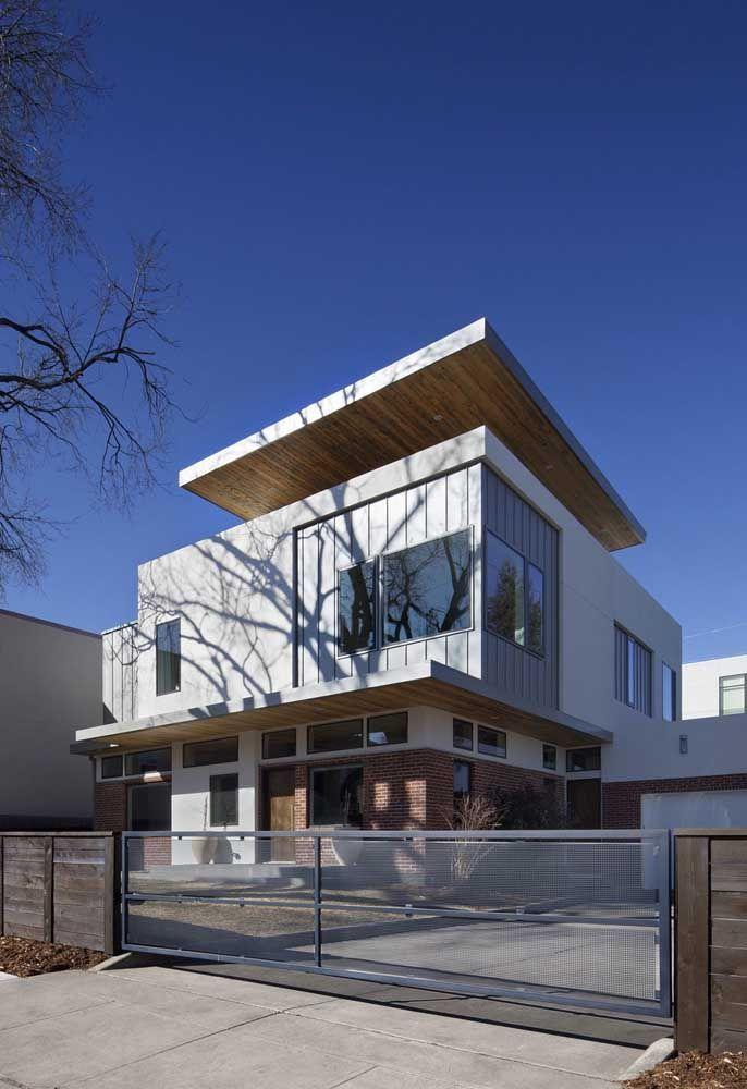 Casa com tijolos a vista e container.