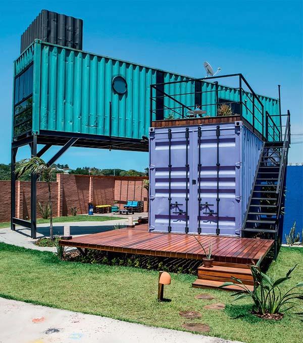 Containers roxo e verde.