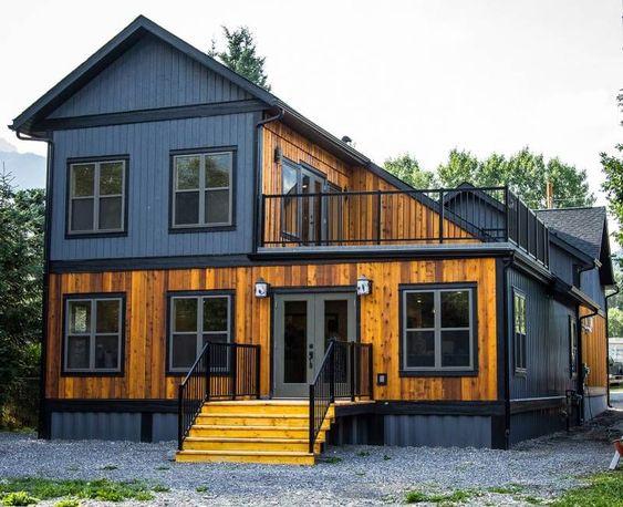 Casa revestida de madeira.