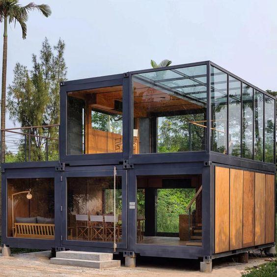 Casa container com laterais de vidro.