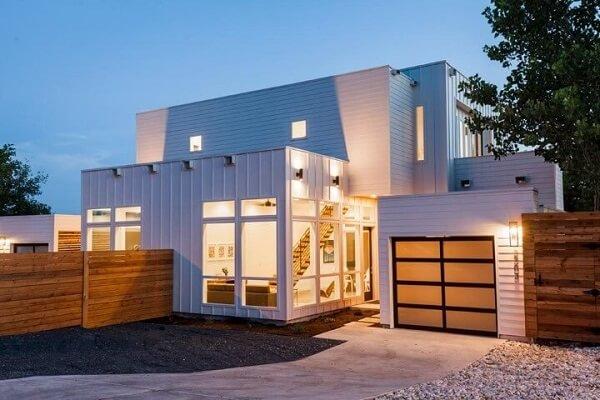 Grande casa container com garagem.