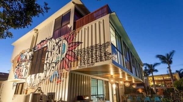 Casa com desenho fe grafiti.