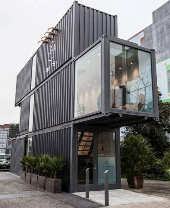 Casa container de três andares.