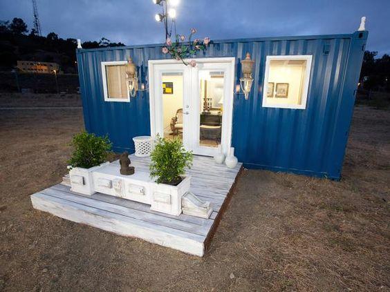 Casa container azul marinho.