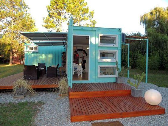 Casa container azul claro.