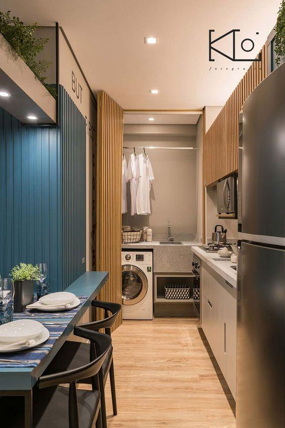 Casas pequenas com lavanderia escondida na cozinha.