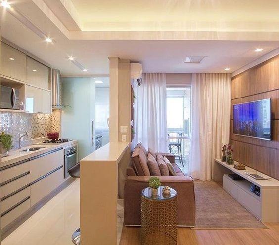 Sala integrada com cozinha.