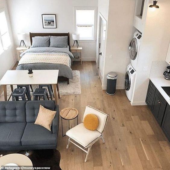 Casas pequenas com todos os cômodos integrados.