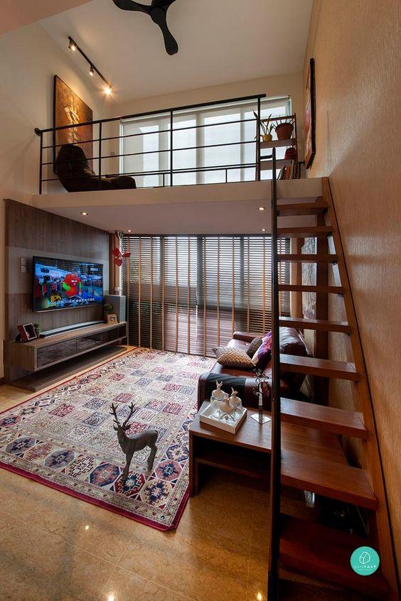 Casas pequenas com mezanino em cima da sala de estar.