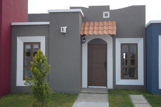 Fachada de casas pequenas cinza e brancas.
