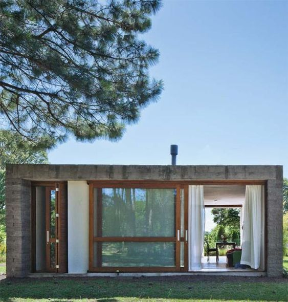 Casas pequenas em formato retangular.