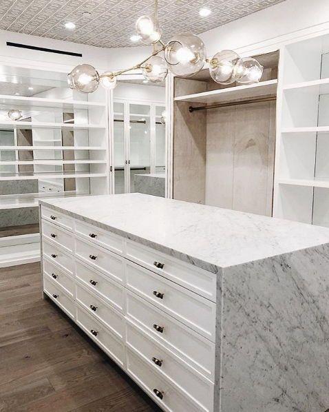 modelos de closet com cômoda de mármore