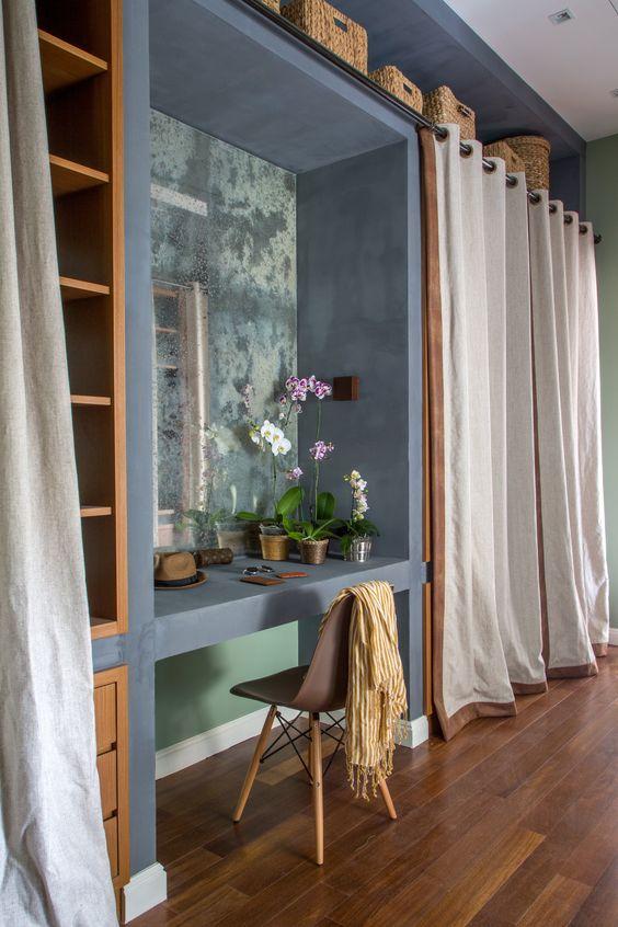 closet planejado em alvenaria e madeira
