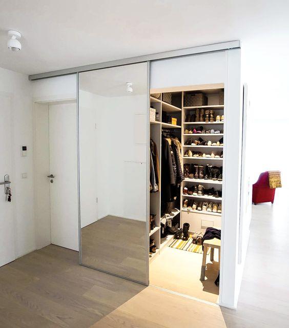 modelos de closet com porta espelhada