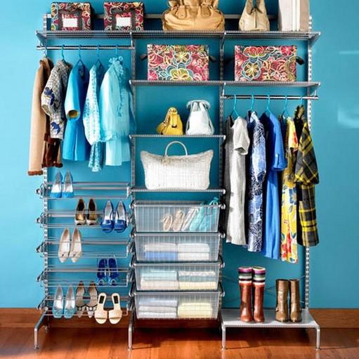closet simples e pequeno aramado