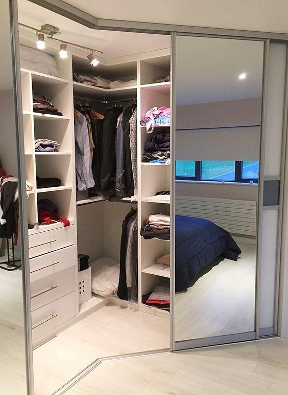 armário canto com porta de correr espelhada
