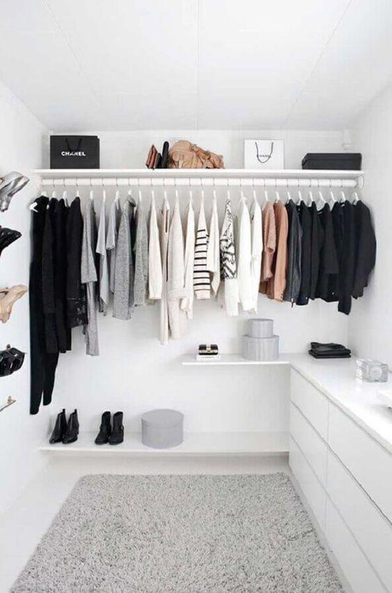closet simples de madeira