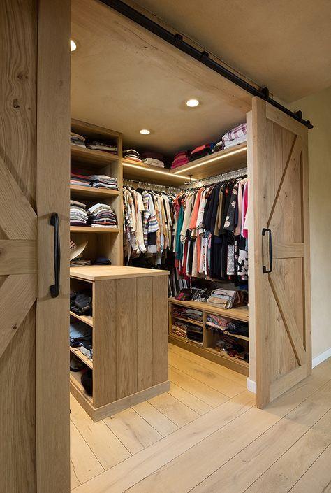 closet com portas de correr rústica