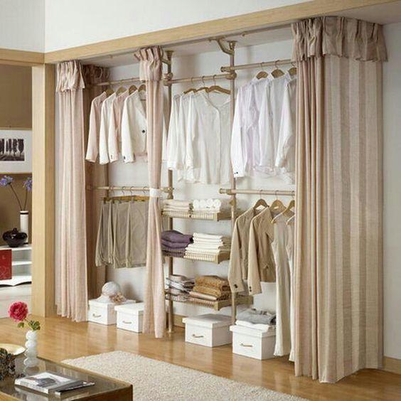 projeto feito de madeira com cortina