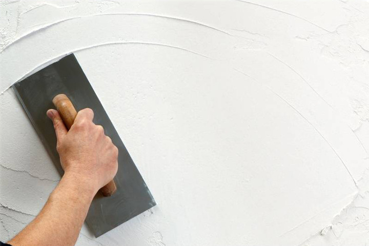 Como colocar papel de parede: nivelação e pintura