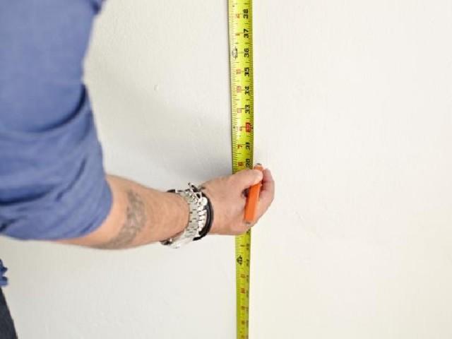 Como colocar papel de parede: medição da parede