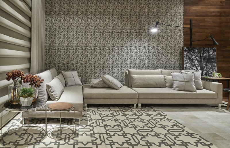 Sala luxuosa com sofá em L.