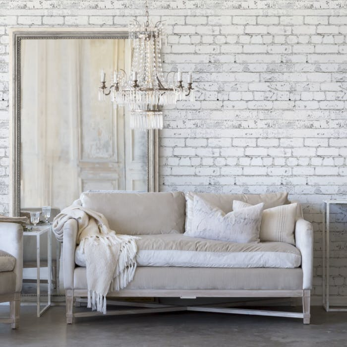 Sala branca luxuosa com papel de parede de tijolinho branco.