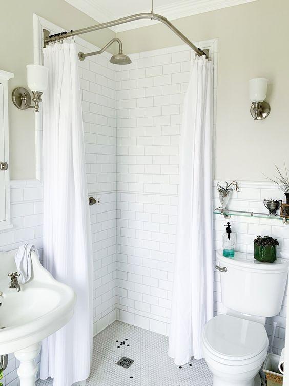 branco com cortinas