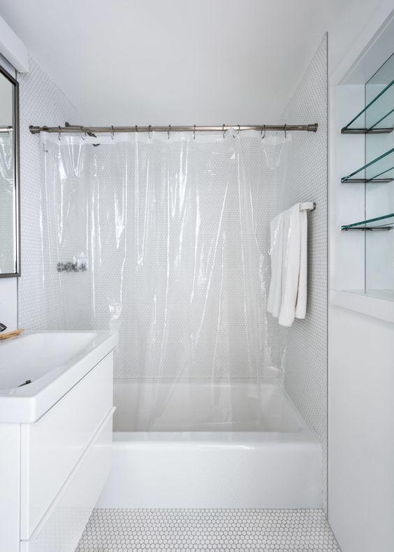 box de banheiro com cortina transparente simples