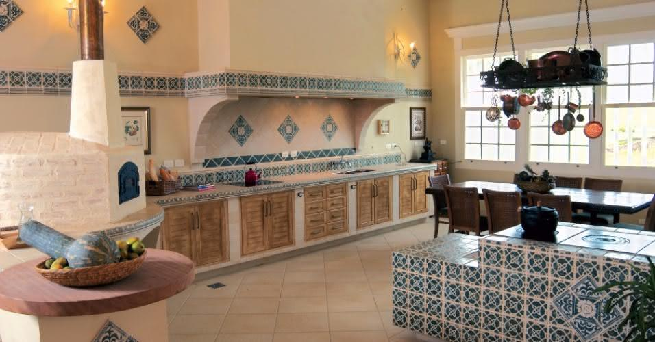 cozinha com fogão a lenha azul