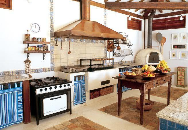 cozinha com forno a lenha e churrasqueira