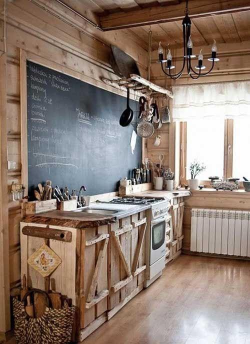armários de madeira bruta