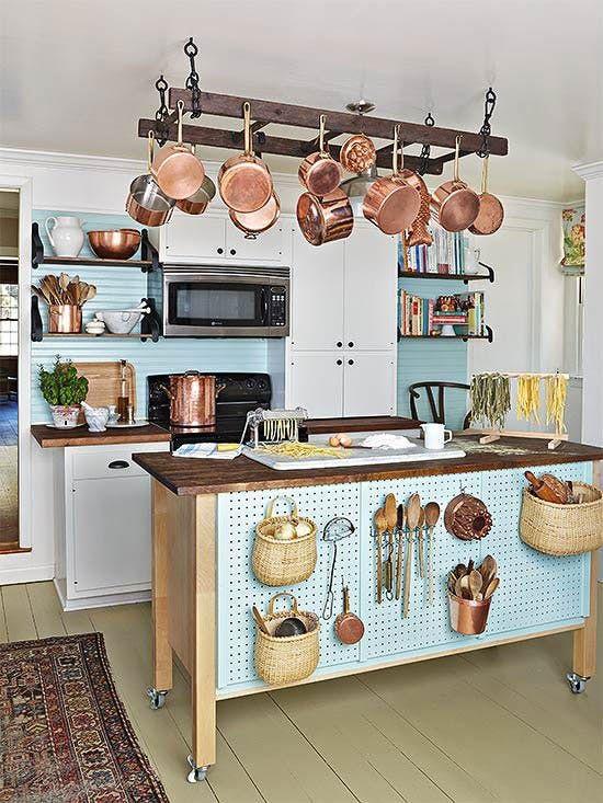 cozinha rústica com ilha móvel