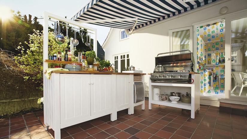 cozinha  rústica externa branca com churrasqueira