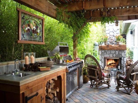 cozinha rústica externa com pedra e madeira