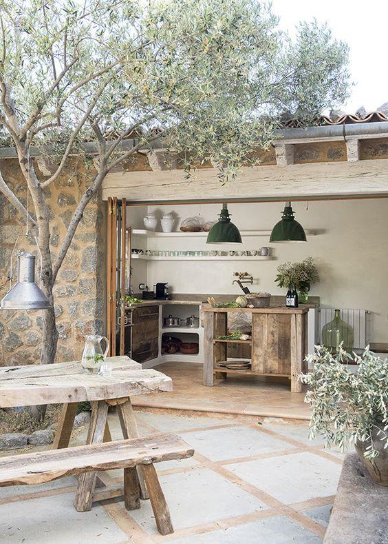 cozinha rústica externa com ilha