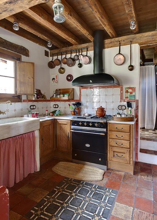 cozinha rústica com coifa
