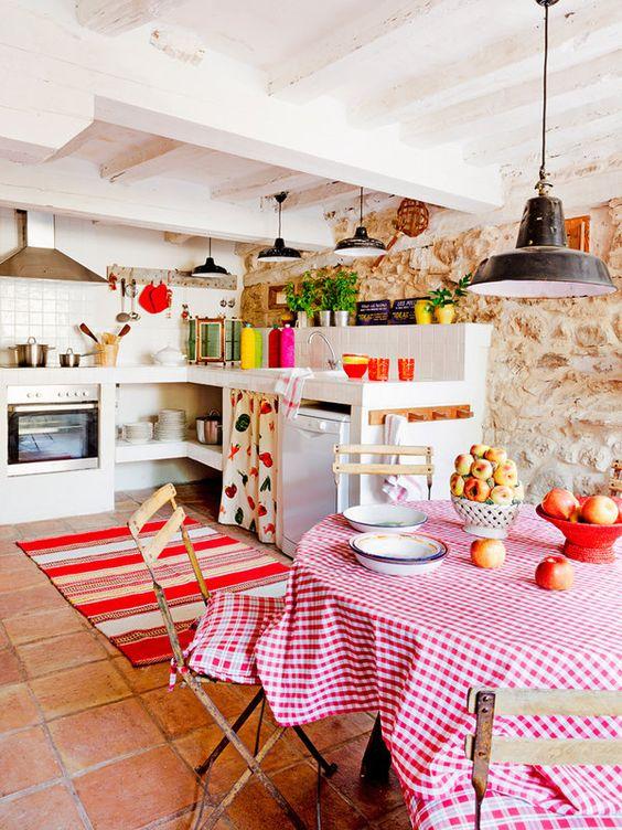 cozinha rústica com parede de pedras