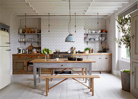 cozinha moderna com piso de madeira