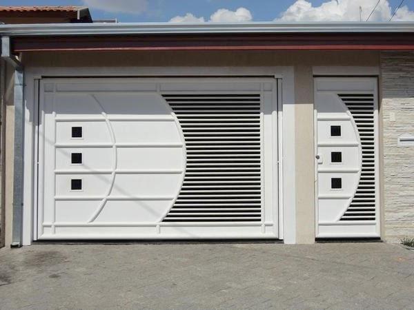 portão branco de abrir para cima