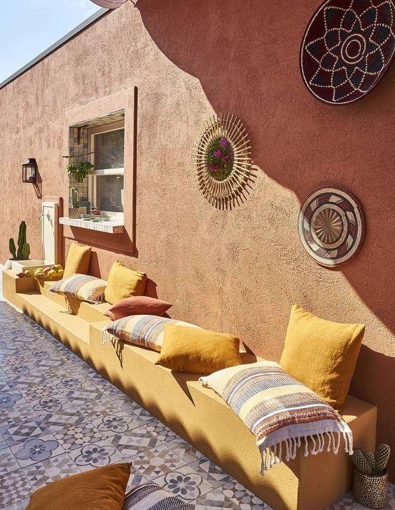parede rústica pintada de terracota