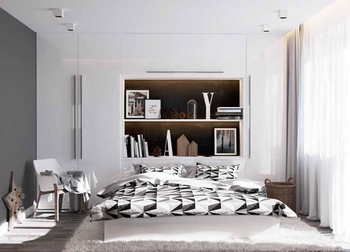 Quarto moderno com decoração clean e armário branco.
