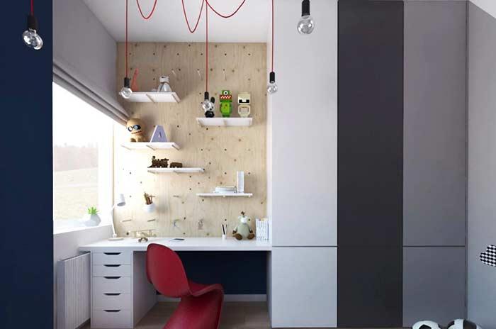 Quarto infantil com decoração moderna e armários em tons neutros.