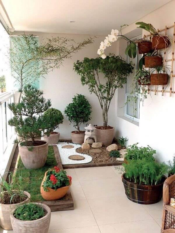 Jardim de inverno na varanda.