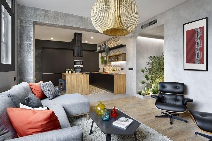 Sala moderna com cozinha aberta.