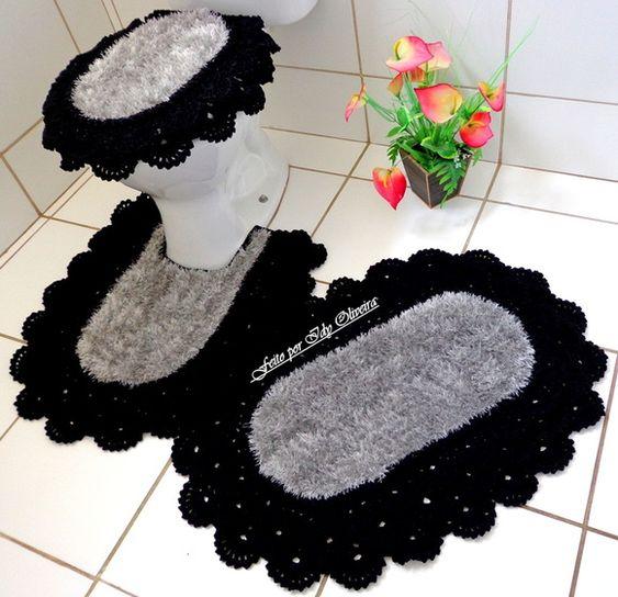 Jogo de banheiro de crochê rendado preto.