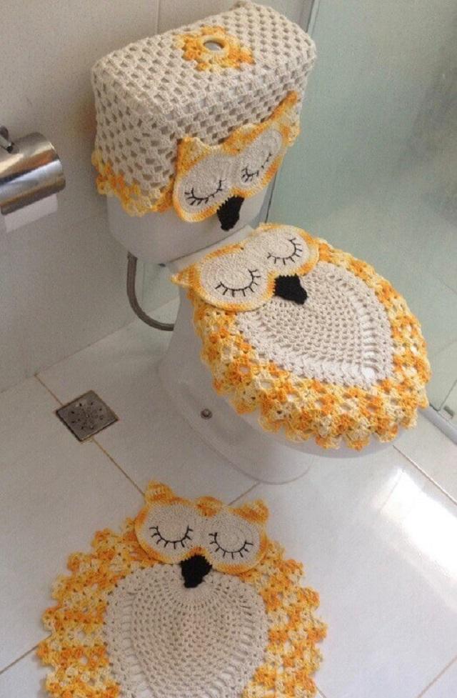 Jogo de banheiro de crochê coruja amarela.