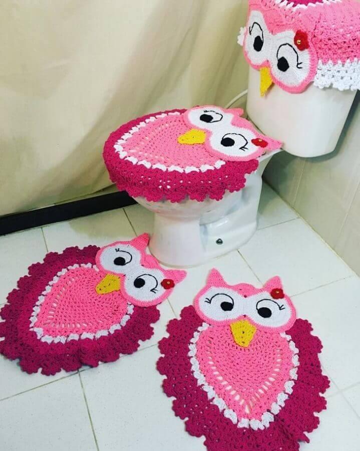 Jogo de banheiro de crochê coruja rosa.